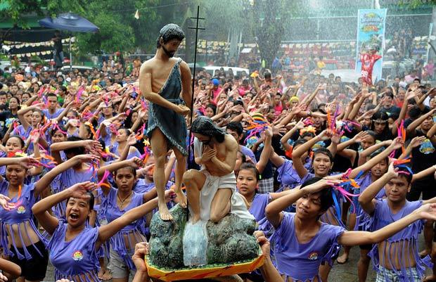 BALAYAN: Lechon, basaan, at 'bangkarera' sa fiesta ni Juan